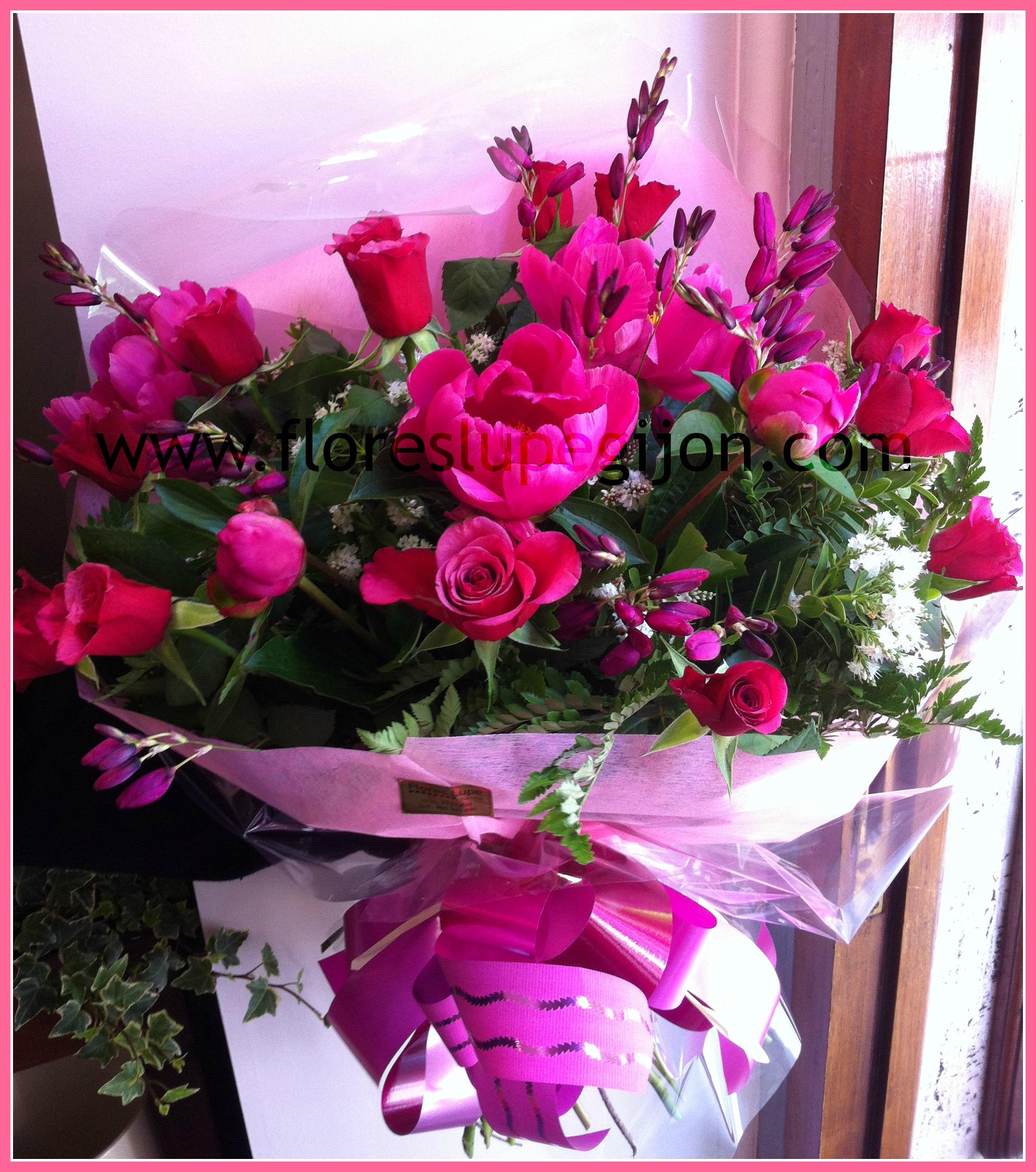 Ramo de regalo con rosas y peonías